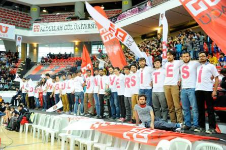 AGU Students cheer on AGU Spor Basketball Team