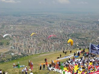 Paragliding on Ali Mountain