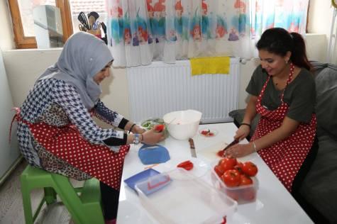 Abdullah Gül University, AGU, SivilLAB, Open Arms Kayseri, OAKi Syrian families, cooking